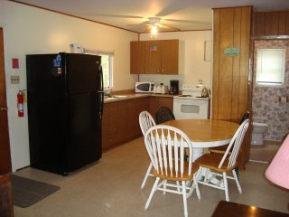 Beautiful Cottage with Satellite Or Cable TV and Television - Wasaga Beach vacation rentals