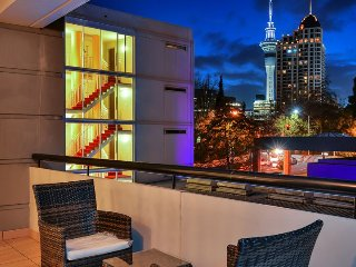 One Bedroom Apartment in Legal District near University with Carpark. - Auckland vacation rentals