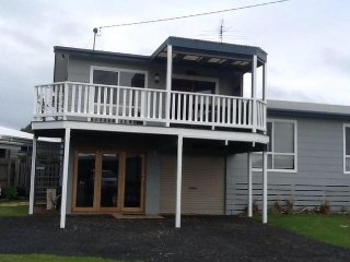 Nice 3 bedroom Phillip Island House with Deck - Phillip Island vacation rentals