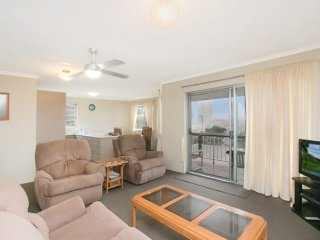 Bright 2 bedroom House in Tweed Heads with Television - Tweed Heads vacation rentals
