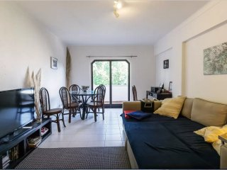 Great Flat in Cascais. Sleeps 4/5. Free Wifi. - Estoril vacation rentals