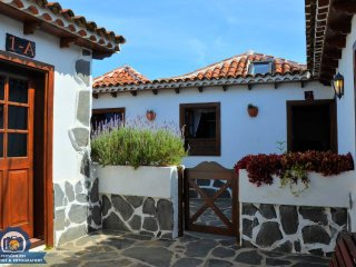 Nice Condo with DVD Player and Wireless Internet - Erjos vacation rentals