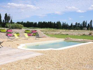 Superb villa avec piscine 8couchages face Alpilles - Chateaurenard vacation rentals