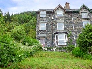 1 IS Y GRAIG, cosy apartment with views, courtyard, WiFi, Corris nr Machynlleth Ref 937400 - Machynlleth vacation rentals