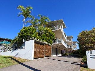 Unit 6, Seabreeze Apartments - 400 Refundable Bond - Coolum Beach vacation rentals