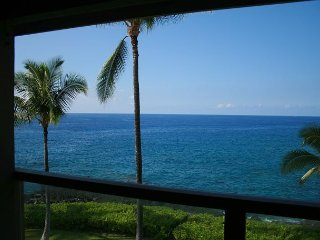 Luxurious 3 BR / 2 BA Direct Oceanfront condo - Keauhou vacation rentals