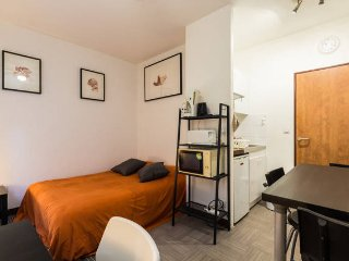 Studio sur courette anglaise 1 - Grenoble vacation rentals