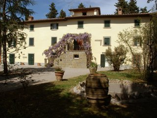Il Valecchiese, apt in tuscan country villa - Cortona vacation rentals