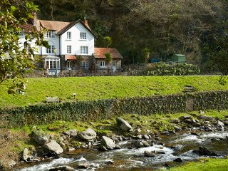 Perfect 3 bedroom House in Lynmouth with Water Views - Lynmouth vacation rentals