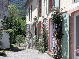Grande maison de village lumineuse , vue montagne. - Belvianes et Cavirac vacation rentals