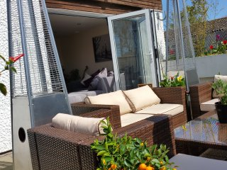 Penthouse one bedroon apartment + patio & jacuzzi - South Ockendon vacation rentals