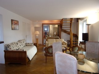 Apartment Duplex panoramic 2 chambres, living room - Pont-Sainte-Maxence vacation rentals
