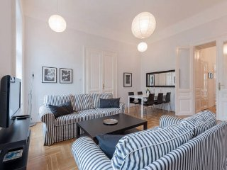 Black & white apt in Budapest center /w 3 bedrooms - Budapest vacation rentals