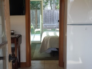 Light and Bright Tiny Cottage - Puyallup vacation rentals