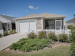 Patio Villa in a fantastic location. Complimentary gas golf cart. - The Villages vacation rentals