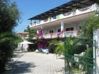 Spazioso quadrilocale in villa vacanze con 8 pl - Peschici vacation rentals