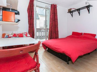SALE Montmartre cosy 2 steps from Sacré Coeur - Paris vacation rentals