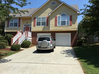 Convenient 4 bedroom House in Riverdale - Riverdale vacation rentals