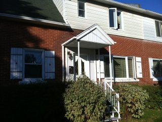cozy and quiet guest house - Montreal vacation rentals