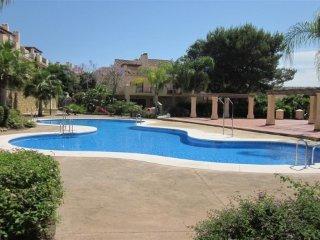 Lujosa casa adosada con WIFi gratis - Puerto José Banús vacation rentals