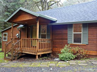 Nice House with Housekeeping Included and Television - Creswell vacation rentals