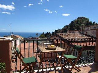 Taormina center 1-room apartment with sea view! - Taormina vacation rentals