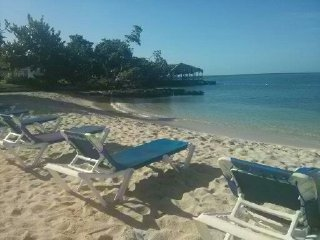 Ocean Blue, Sea view, Wifi, on the beach - Negril vacation rentals