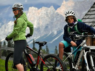 Only non smoker! New MTbikes and climbing gear for you! Fast WIFI - Cortina D'Ampezzo vacation rentals