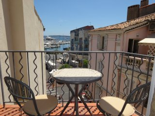Cannes Marina View studio with sea view balcony - Cannes vacation rentals