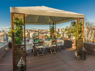 Lisbon4Real: Deluxe 3BR Apartment in Principe Real - Lisbon vacation rentals