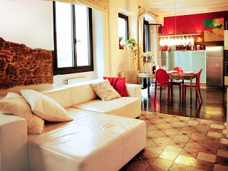 Casa Roja charming apartment in barrio Gotico - Barcelona vacation rentals