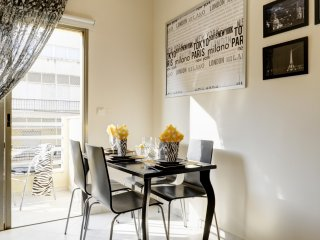 BRIGHT AND SUNNY APARTMENT WITH BALCONY - Tel Aviv vacation rentals