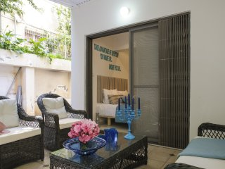 PRESTIGIOUS LARGE STUDIO with Garden - Tel Aviv vacation rentals