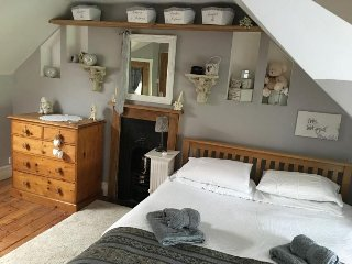 Flax Mill House Super Victorian Lge Can Sleep  7 - Castle Cary vacation rentals