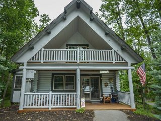 Centrally located log cabin with lots of charm! - Oakland vacation rentals