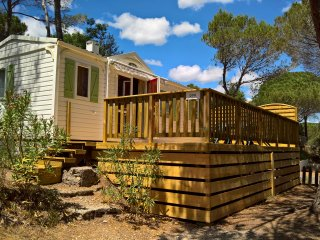 Luxury 2 bedroom mobile home with deck on 5* site - frejus vacation rentals