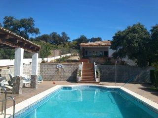 Gran casa de campo o chalet con piscina, relax,. - Seville vacation rentals