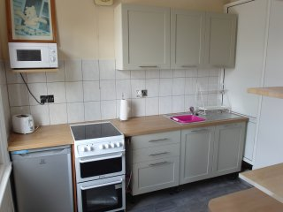 Coventry Cosy Detached sleeps five.Popular with people working in the area - Coventry vacation rentals