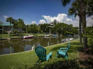 White Sands Walk to Siesta Beach inlet water view and heated community pool - Siesta Key vacation rentals