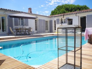 Nice Villa with Washing Machine and Television - La Couarde vacation rentals
