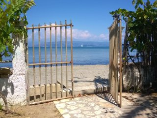2 Studios - 2 beds in front of the beach in Corfu - Kavos vacation rentals