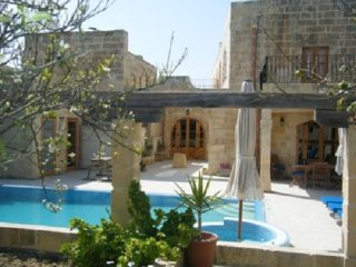 Imgarr Superb Farmhouse with 3 Bedrooms with A/C - Large Pool + Jacuzzi + Garden - Sliema vacation rentals