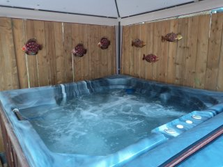 Beachside Getaway -Great Geataways -Hot tub & 2 fireplaces - Crystal Beach vacation rentals