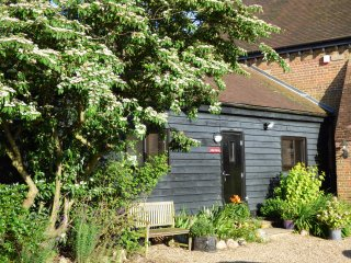 Lily's Barn - 2 bedroom attached barn conversion - Cooling vacation rentals
