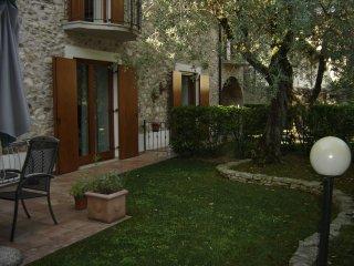 Casa corte felice - San Felice del Benaco vacation rentals
