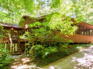 Relaxing 4BR Murphy Cabin in Bear Paw - Across from Lake Hiwassee w/Wifi & Lake Views from Front Deck - Close to Numerous Wonderful Local Attractions! - Murphy vacation rentals