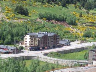 Bel appartement ensoleillé à Incles - vue sur vallée - Incles vacation rentals