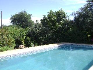 Algarve - Casa de Férias em pequena quintinha - Paderne vacation rentals
