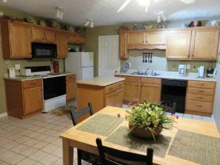 Adorable 3 bedroom Vacation Rental in Tateville - Tateville vacation rentals