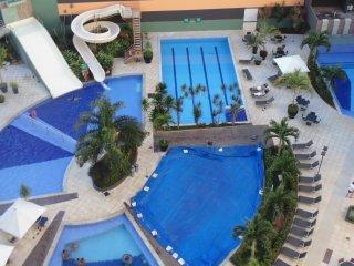 Lindo apto com serviço de hotel perto do Hot Park - Rio Quente vacation rentals